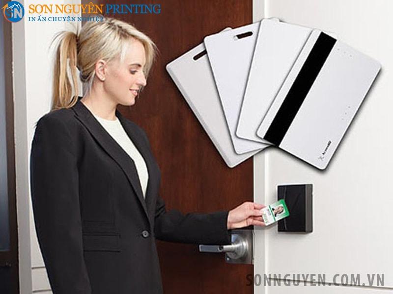 Việc sử dụng thẻ cảm ứng để mở cửa khách sạn sẽ góp phần xây dựng hình ảnh về một khách sạn chuyên nghiệp