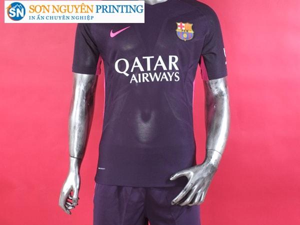 Cách tẩy chữ in trên áo bóng đá
