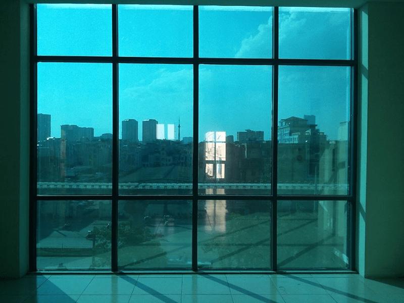 Decal phản quang dán chống nắng cho các tòa nhà văn phòng