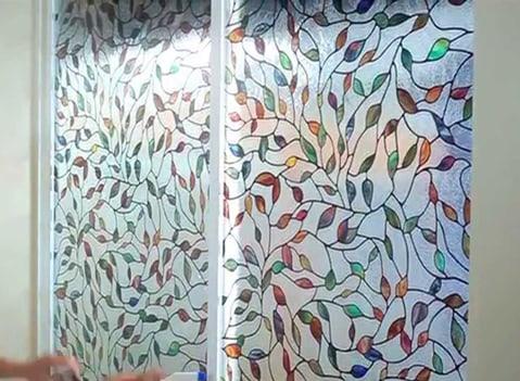 Decal dán kính cửa sổ phòng ngủ giúp không gian phòng ngủ đẹp hơn