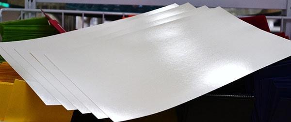 Giấy Couchre với bề mặt bóng láng, mức định lượng 160g/m2