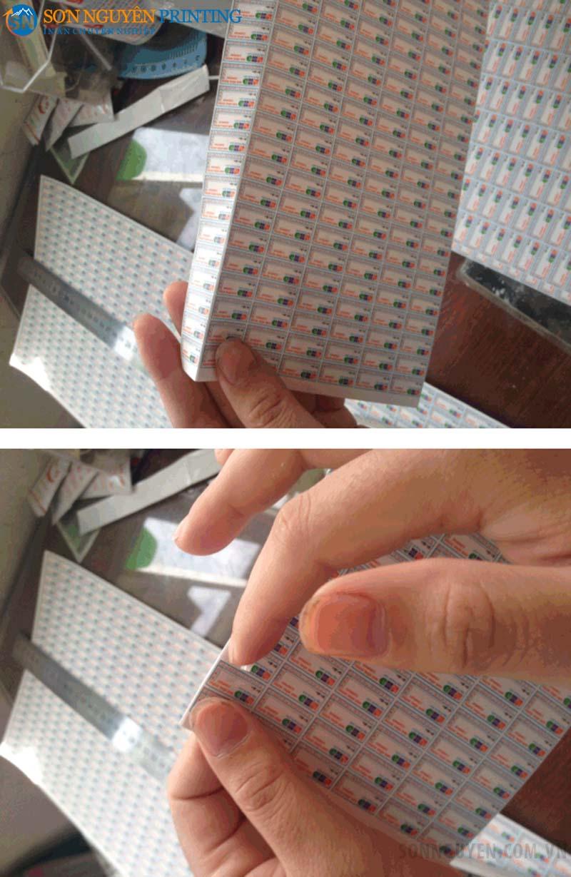 Lấy tem bảo hành cần nhẹ nhàng để tránh làm hỏng tem
