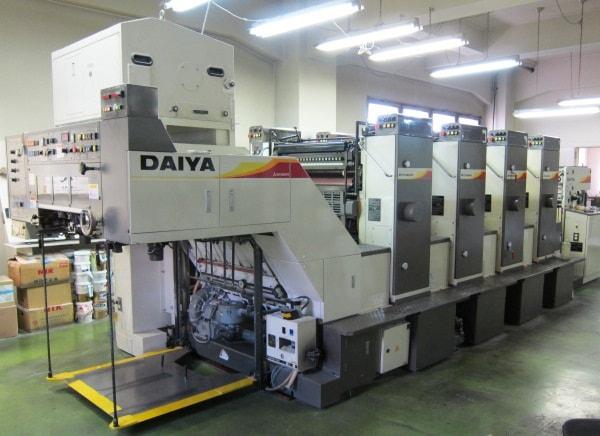 Người ta sử dụng công nghệ in offet để in decal giấy