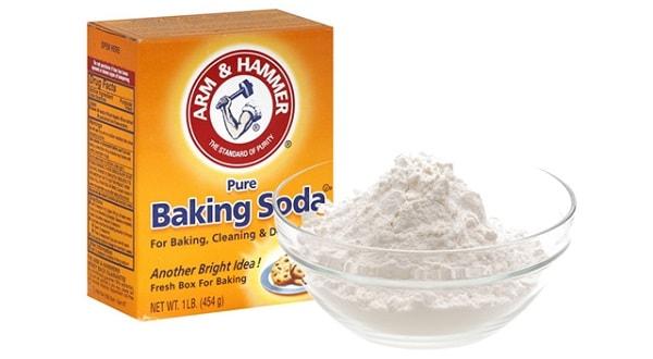 Dùng hỗn hợp baking soda và dầu ăn để gỡ tem nhãn