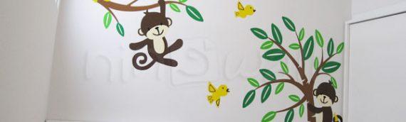 Điểm giống và khác nhau giữa decal và sticker dán tường