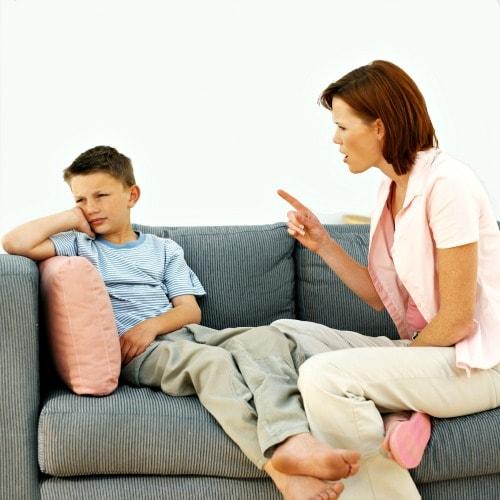 Quá chú trọng lỗi sai sẽ khiến con bạn mất tự ti, sợ sai khi giao tiếp Tiếng Anh