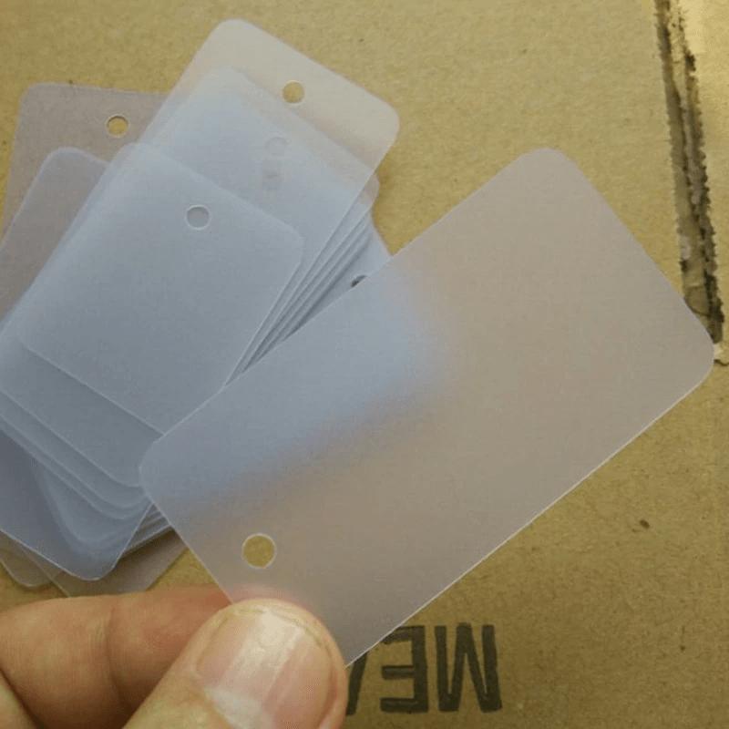 Tag quần áo làm bằng nhựa