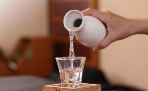 cách tẩy mực trên bàn gỗ
