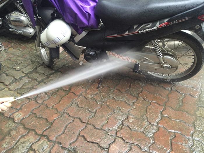 Liệu có nên rửa xe khi máy còn nóng?
