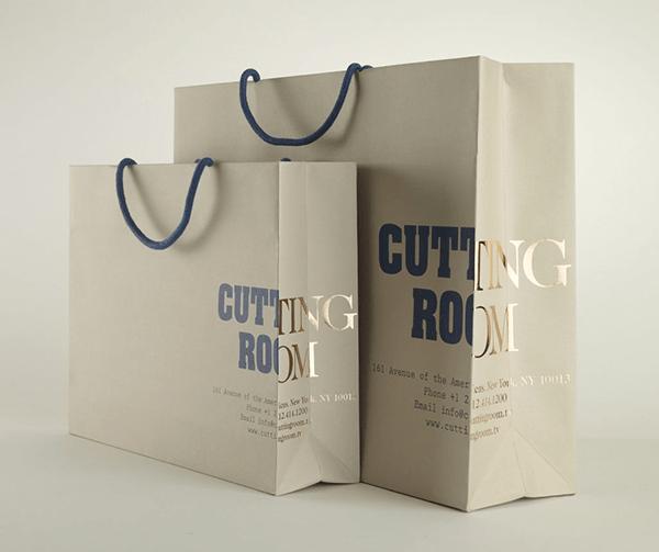Giấy Ivory được ứng dụng làm các túi quà tặng, hộp quà