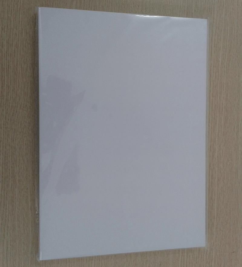 Giấy in màu có bề ngoài giống giấy in thông thường